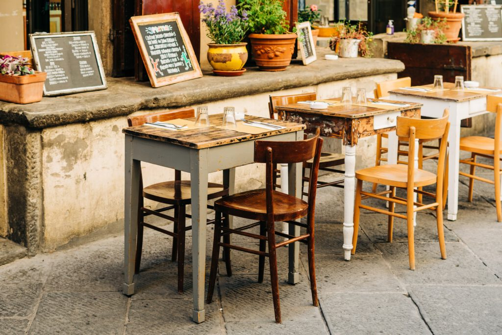 Holzmöbel restaurieren - Lassen sie alte Möbelstücke in neuem Glanz erstrahlen