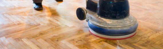 Parkett erneuern – So frischen Sie Ihren alten Bodenbelag auf