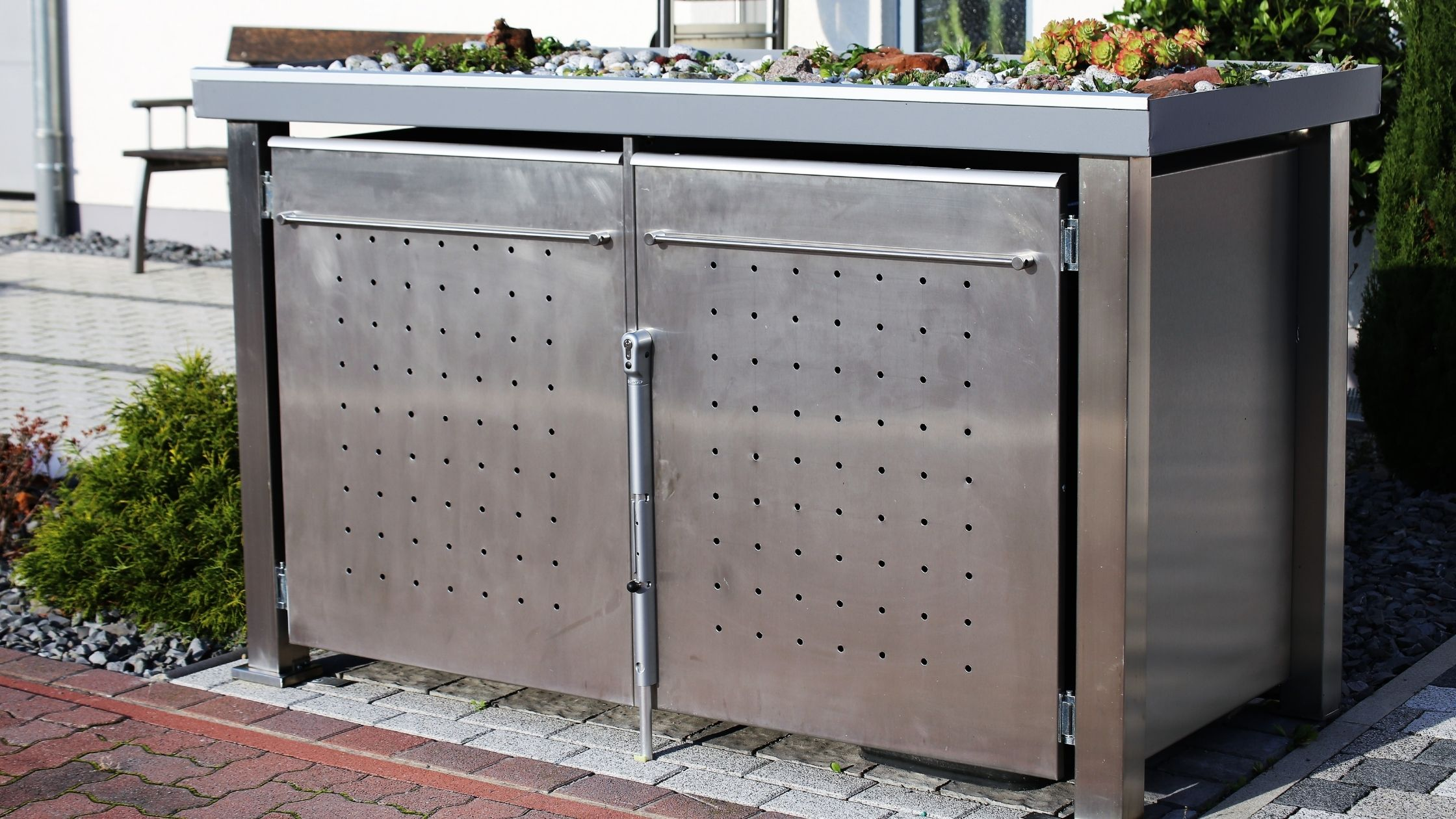 Mülltonnenbox 2