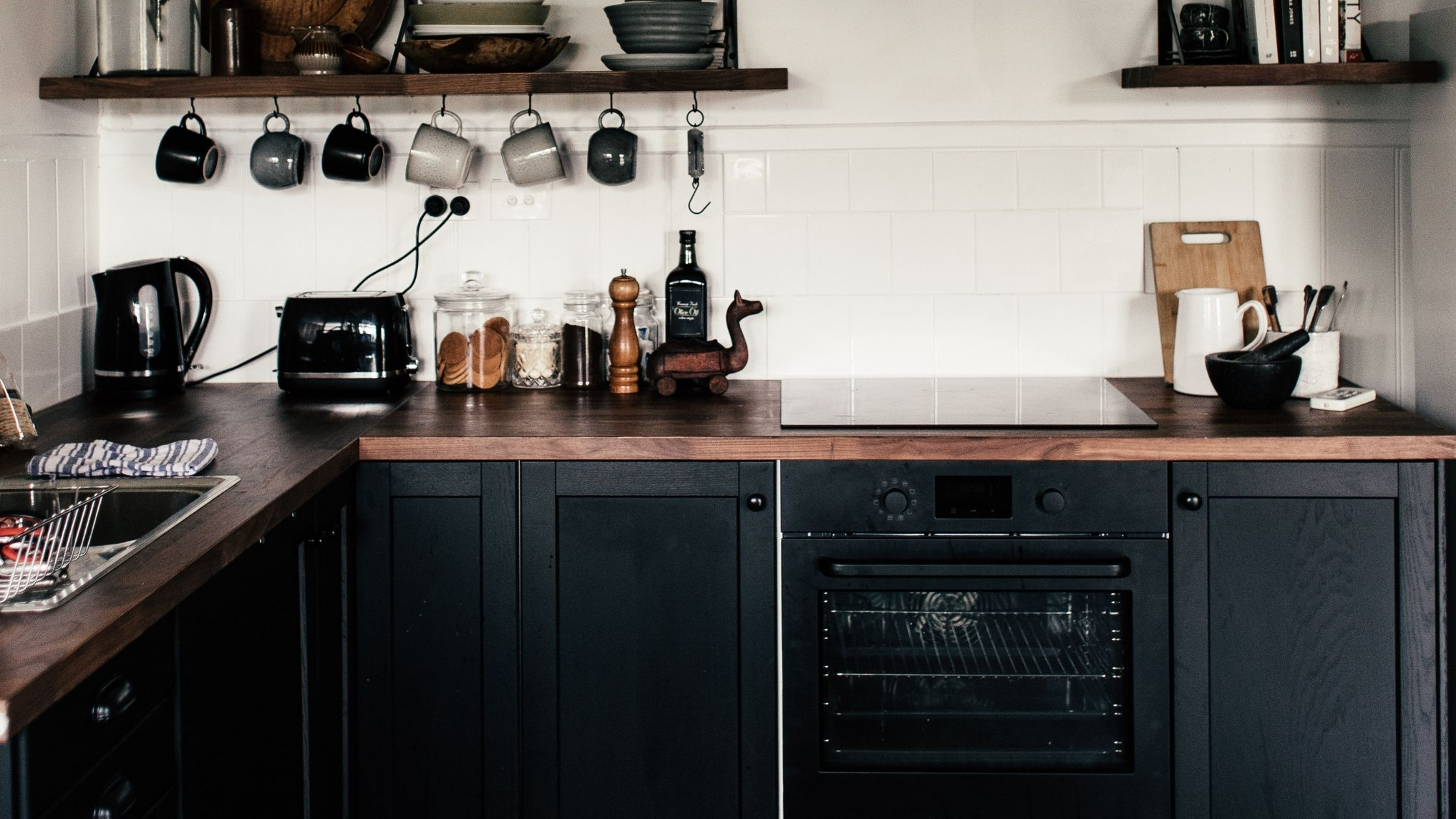 Holz-Lack in schwarz